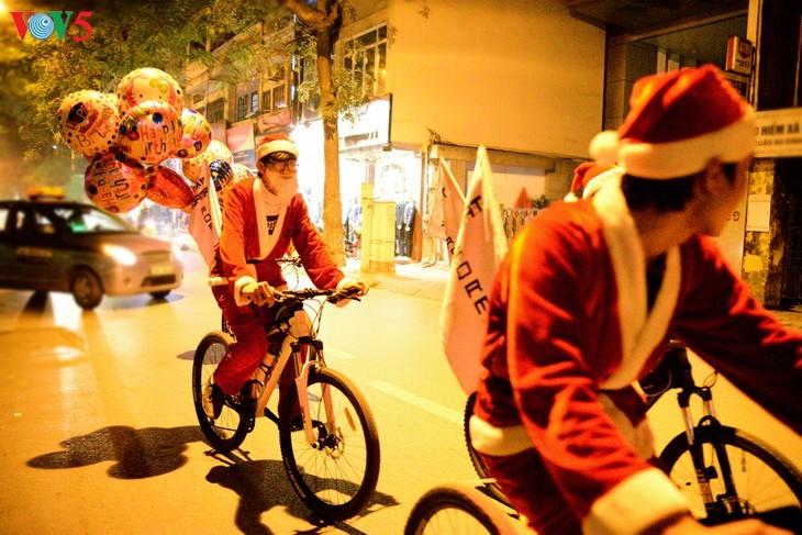 Suasana Hari Natal di Kota Hanoi - ảnh 14