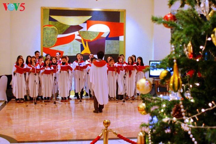 Suasana Hari Natal di Kota Hanoi - ảnh 6
