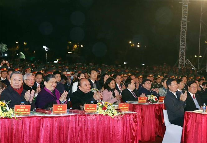 """Jembatan televisi langsung """"Cahaya kepercayaan"""" untuk memperingati HUT ke-90 berdirinya Partai Komunis Vietnam  - ảnh 1"""