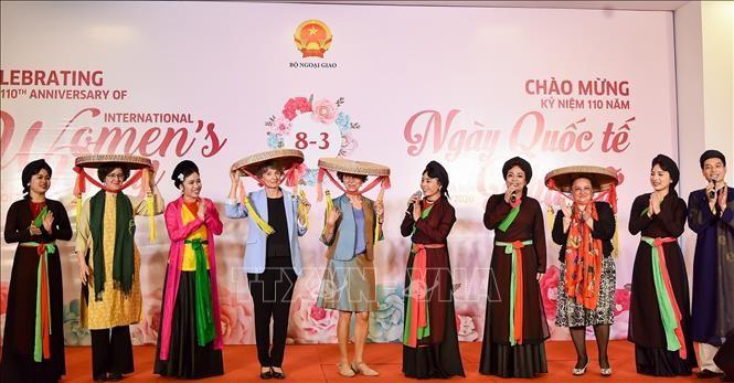 Mendorong kesetaraan dan pemberdayaan perempuan merupakan prioritas primer dalam kebijakan-kebijakan perkembangan Vietnam - ảnh 1