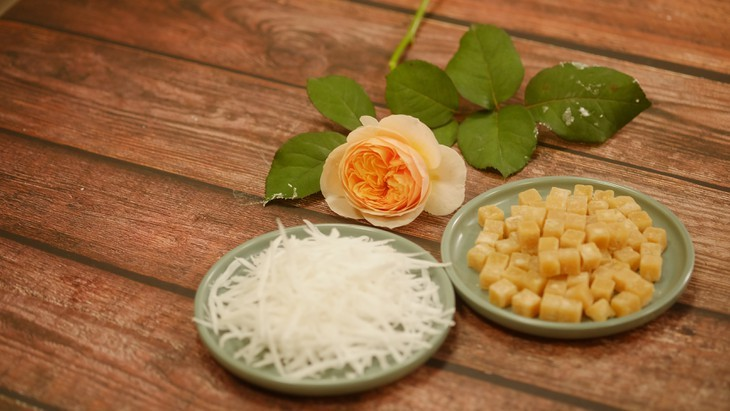 Kue Troi dan Kue Chay yang berwarna-warni pada Perayaan Hansik - ảnh 2