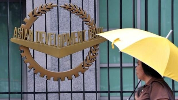ADB: Melakukan investasi untuk pembaruan kreatif membantu kawasan Asia-Pasifik berkembang dan tumbuh lebih cepat - ảnh 1