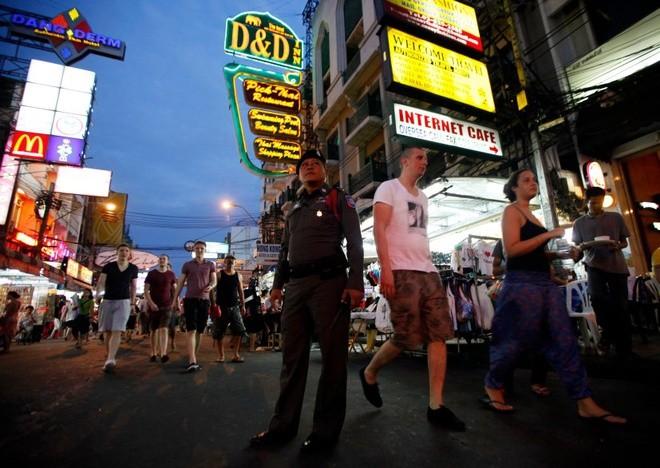 PM Thailand mengumumkan perintah jam malam di seluruh negeri karena wabah Covid-19 - ảnh 1