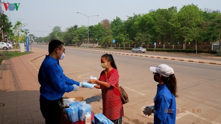 Para mahasiswa  Vietnam tidak pulang ke tanah air dalam musim wabah Covid-19 - ảnh 1