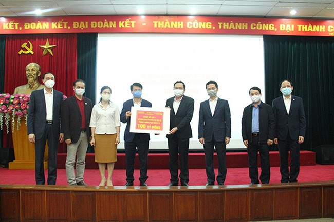 Mengalokasikan dana sebesar 100 miliar VND melalui SMS kepada Kementerian Kesehatan Vietnam - ảnh 1