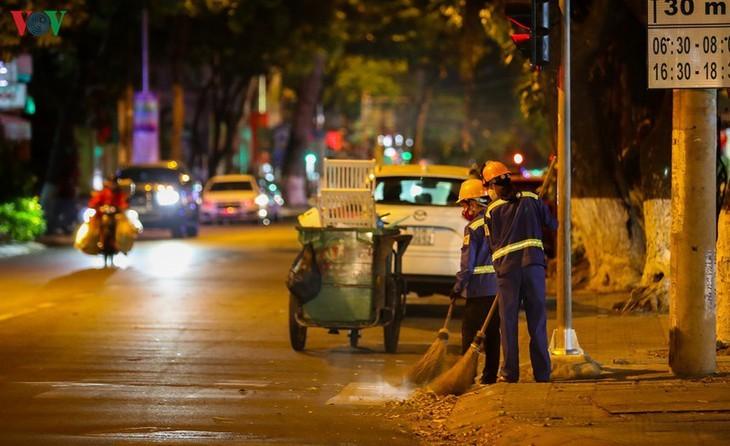 Satu Kota Da Nang yang dinamis sekarang sunyi senyap di tengah pandemi Covid-19 - ảnh 18