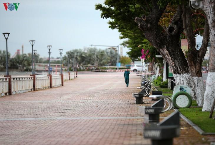 Satu Kota Da Nang yang dinamis sekarang sunyi senyap di tengah pandemi Covid-19 - ảnh 8