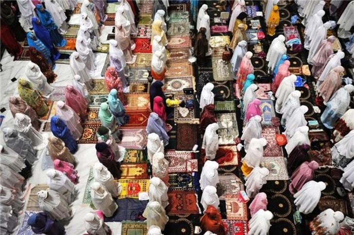 Umat Muslim mulai merayakan bulan Ramadhan - ảnh 1