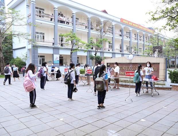 Kota Ha Noi terus melakukan pembatasan sosial ketika kembali ke ritme hidup normal - ảnh 1