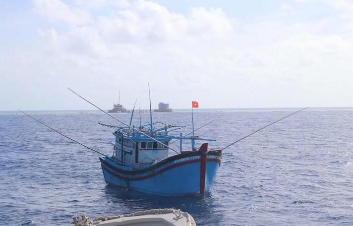 Pengumuman Tiongkok tentang untuk sementara penghentian penangkapan ikan di kawasan yang termasuk kedaulatan Vietnam adalah tidak bernilai - ảnh 1