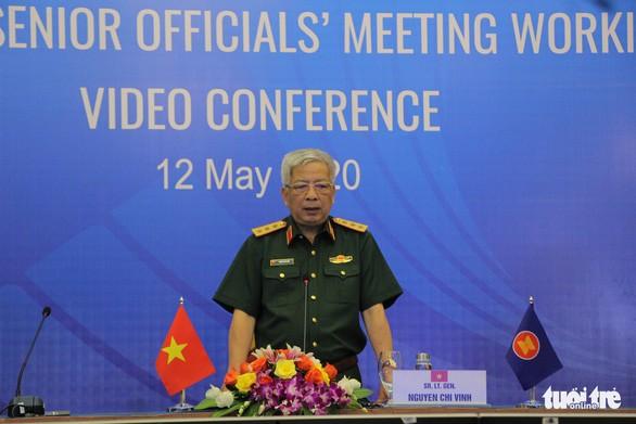 Kemhan Vietnam aktif mendorong kerjasama internasional dalam melawan wabah Covid-19 - ảnh 1