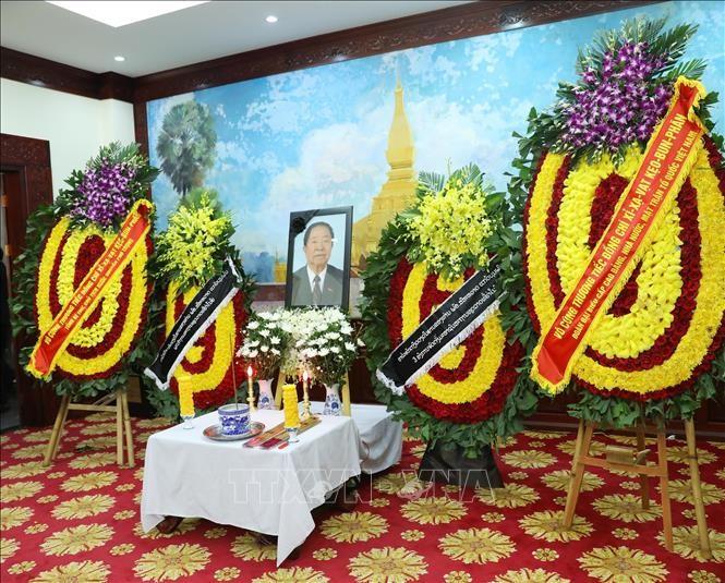 Acara berziarah kepada mantan PM Laos, Sisavath Keobounphanh di Kedubes Laos untuk Vietnam - ảnh 1