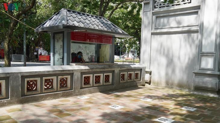 Situs-situs peninggalan sejarah di Kota Hanoi pada hari pertama dibuka kembali - ảnh 8