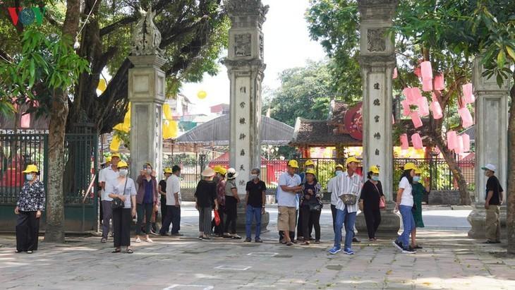 Situs-situs peninggalan sejarah di Kota Hanoi pada hari pertama dibuka kembali - ảnh 3