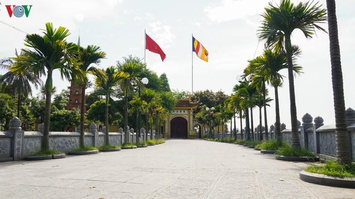 Situs-situs peninggalan sejarah di Kota Hanoi pada hari pertama dibuka kembali - ảnh 12