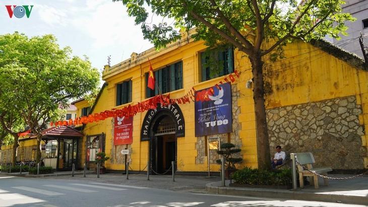 Situs-situs peninggalan sejarah di Kota Hanoi pada hari pertama dibuka kembali - ảnh 9