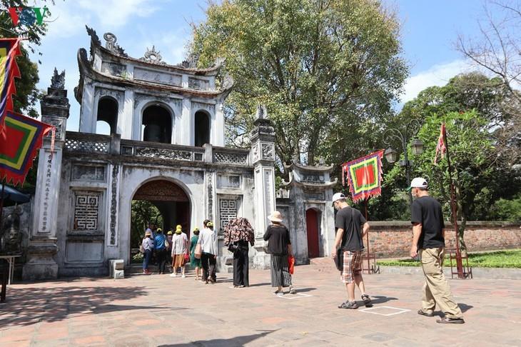 Situs-situs peninggalan sejarah di Kota Hanoi pada hari pertama dibuka kembali - ảnh 5