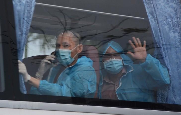 Memulangkan dengan aman lebih dari 300 warga Vietnam dari Eropa dan Afrika  ke Tanah Air - ảnh 1