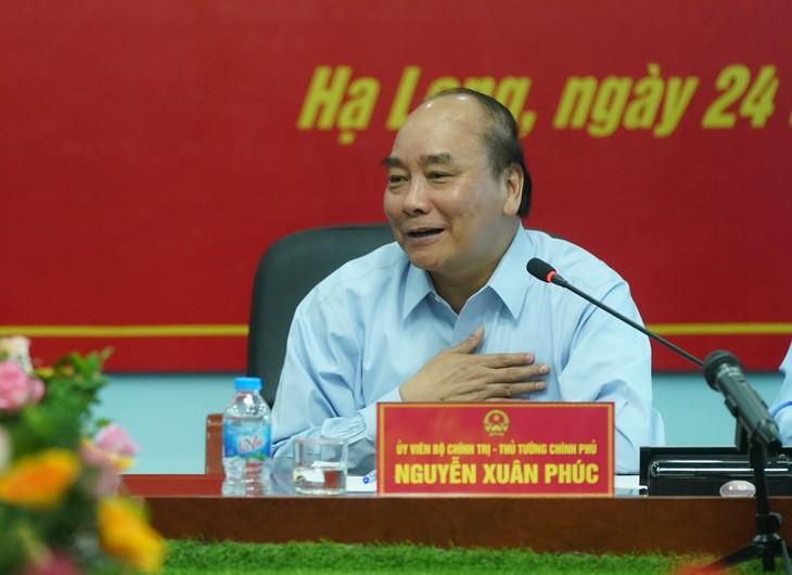 PM Nguyen Xuan Phuc berkunjung dan melakukan ceramah kepada para buruh tambang Ha Lam - ảnh 1
