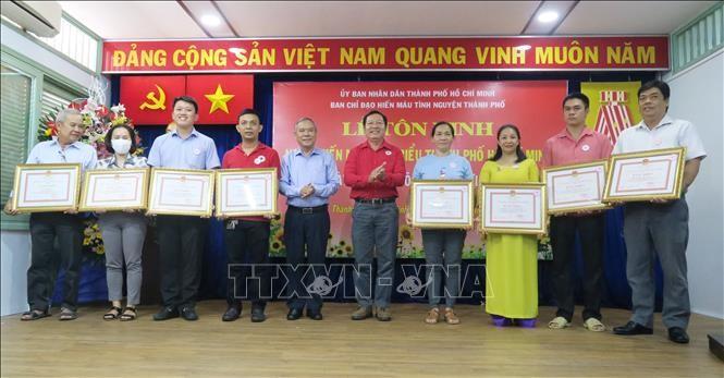Kota Ho Chi Minh memuliakan para penyumbang darah tipikal - ảnh 1