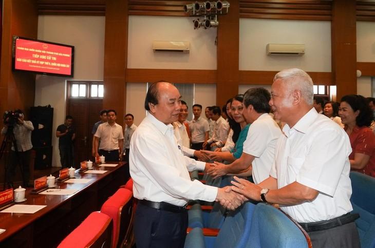 PM Vietnam, Nguyen Xuan Phuc melakukan kontak dengan para pemilih di Kota Hai Phong - ảnh 1