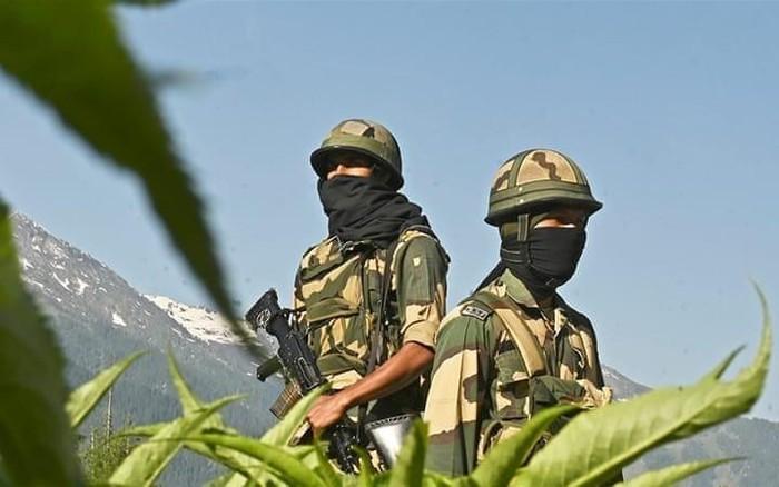 India dan Tiongkok menggelar jumlah besar serdadu di daerah perbatasan - ảnh 1