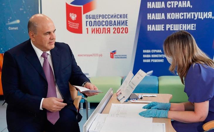 Warga Rusia Memberikan Suara untuk Masa Depan Tanah Air - ảnh 1