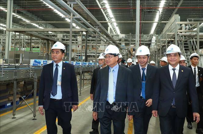 PM Laos, Thongloun Sisolith mengunjungi pola-pola ekonomi Vietnam - ảnh 1
