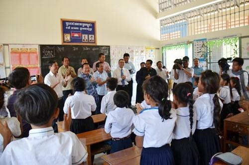 "SD Persahabatan Ba Ria KampongThom – ""titik cerah"" yang sangat humanis di tengah hutan karet di Kamboja - ảnh 2"