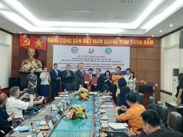 Vietnam dan AS menandatangani Nota Kesepahaman tentang penguatan kemampuan pelaksanaan hukum perikanan - ảnh 1