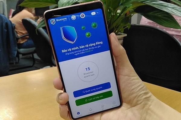 """Vietnam menggunakan penerapan """"Masker elektronik"""" Bluezone untuk menemukan lebih dini kasus terduga terpapar virus SARS-COV-2 - ảnh 1"""