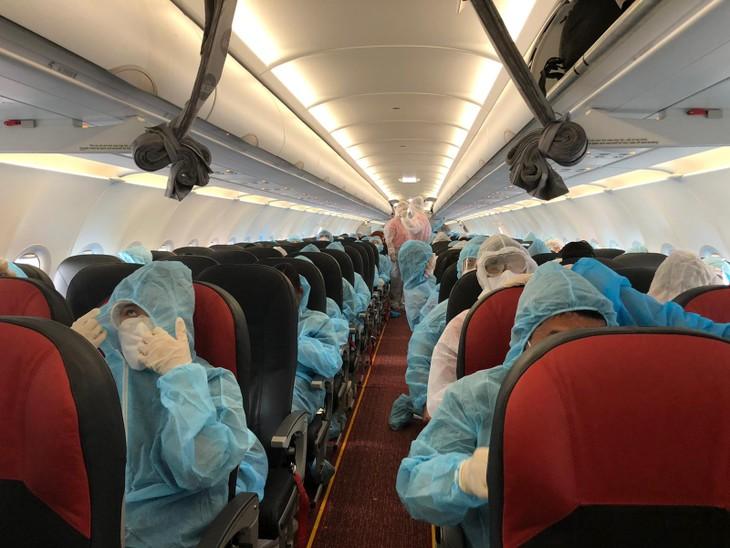 Terus melakukan rute-rute penerbangan untuk memulangkan warga negara kembali ke Tanah Air secara aman - ảnh 1