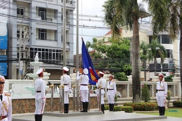 Laos mengadakan upacara bendera sehubungan dengan peringatan ultah ke-53 Berdirinya ASEAN - ảnh 1