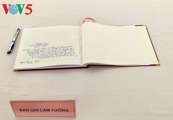 Pameran tentang lahirnya Lambang Negara Vietnam - ảnh 20