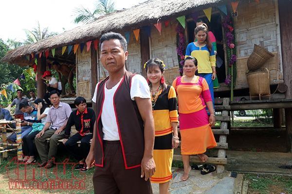 Pernikahan warga etnis minoritas Raglai: Keluarga pengantin perempuan melakukan semua urusan - ảnh 1