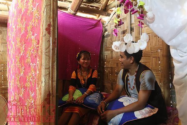 Pernikahan warga etnis minoritas Raglai: Keluarga pengantin perempuan melakukan semua urusan - ảnh 2