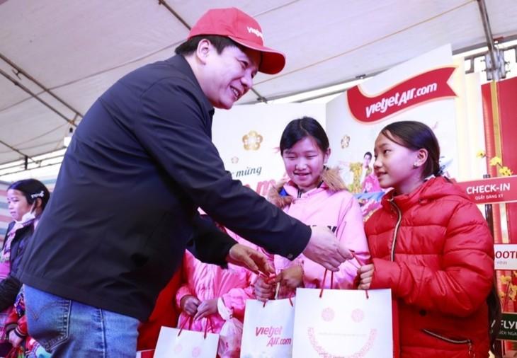 """Hari Tet Kasih Sayang"" Berikan Kegembiraan untuk Warga Etnis Minoritas di Provinsi Lao Cai pada Hari Raya Tet - ảnh 1"