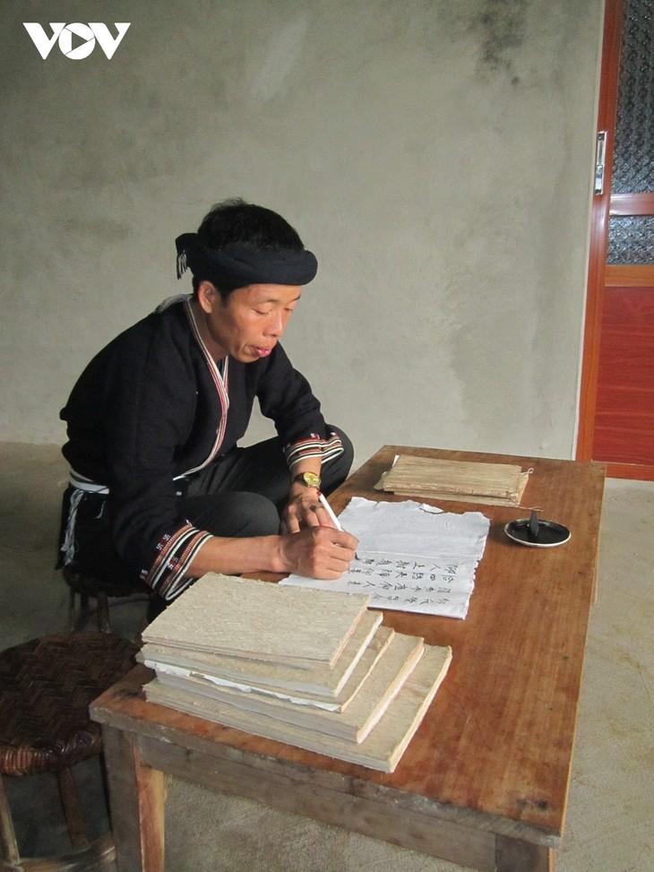 Ban Van Duc- Seorang Artisan Unggul yang  Lestarikan Budaya Tradisional Warga Etnis Minoritas Dao - ảnh 1