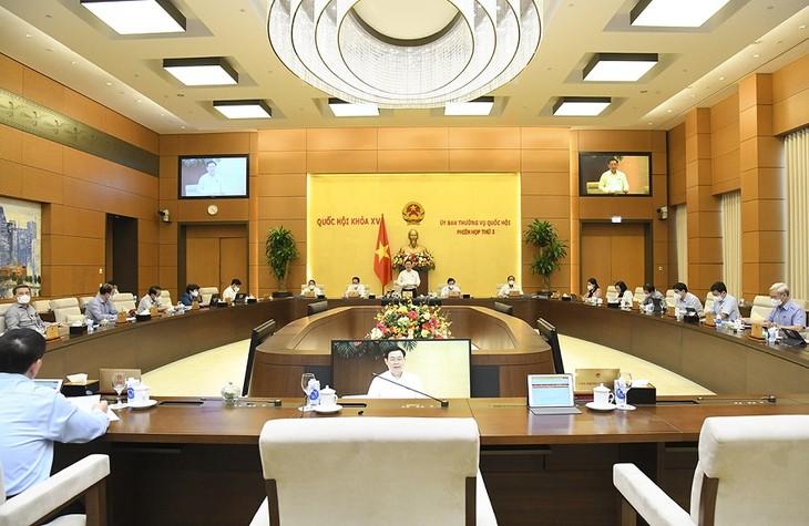 Persidangan ke-3 Komite Tetap MN Vietnam: Selesaikan Peninjauan Poin-Poin Penting untuk Disampaikan ke Persidangan ke-2 MN - ảnh 1