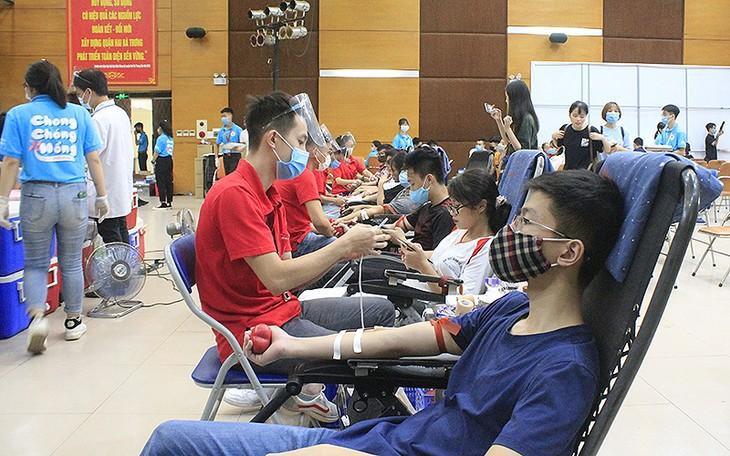 "Program Donor Darah Sukarela ""Kincir Merah 2021"" di Kota Hanoi - ảnh 1"