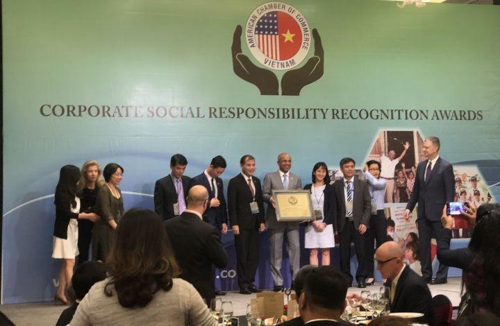 34 Vietnamese enterprises receive Amcharm CSR awards - ảnh 1