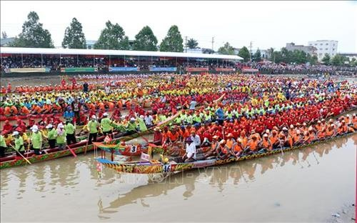 Ngo boat races take place in Soc Trang province - ảnh 1