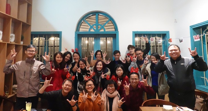 Learn sign language with silent tour   - ảnh 4