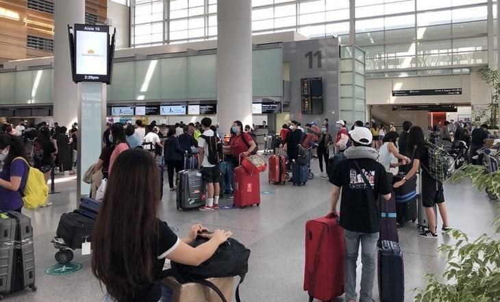 Vietnamese citizens repatriated from US - ảnh 1