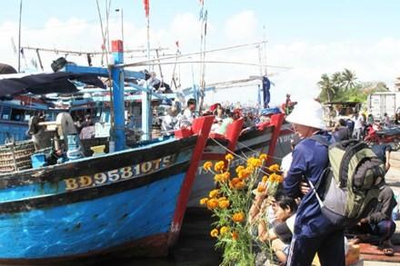 Десятки рыболовных судов в провинции Кханьхоа отправились в море - ảnh 1