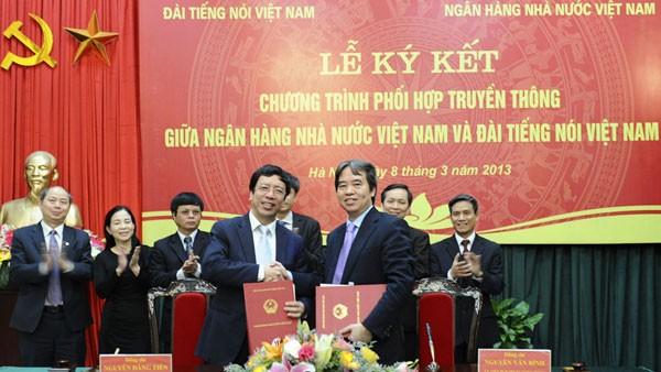 Сотрудничество в пропагандистской работе между Голосом Вьетнама и Госбанком - ảnh 1