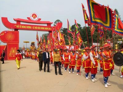 В провинции Футхо прошло шествие с паланкином, посвящённое Дню поминовения королей Хунгов - ảnh 1