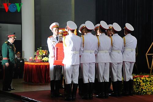 Вo Вьетнаме состоялись церемонии прощания с генералом армии Во Нгуен Зяпом - ảnh 15