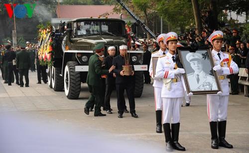Вo Вьетнаме состоялись церемонии прощания с генералом армии Во Нгуен Зяпом - ảnh 22