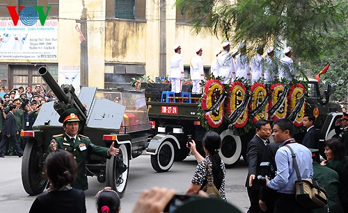 Вo Вьетнаме состоялись церемонии прощания с генералом армии Во Нгуен Зяпом - ảnh 26